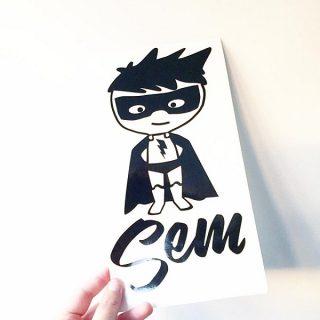 muursticker-superheld-naam-superhelden-kinderkleding