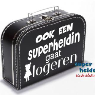 koffertje-ook-een- superheldin- gaat logeren -superhelden-kinderkleding
