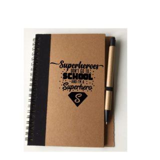 notitieboekje kind superhero met pen