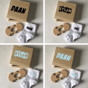 kraamkado met sokjes, bijtring, met naam